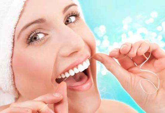 Chăm sóc răng bằng chỉ nha khoa