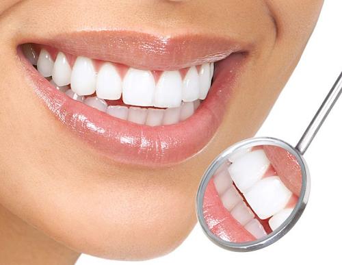Một nụ cười tươi với hàm răng trắng đều