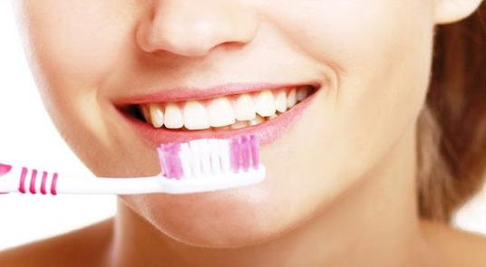 Chăm sóc răng sau khi bọc răng sứ